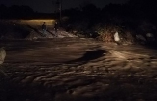 İzmir'de Sel Felaketi! Valilikten İlk Açıklama