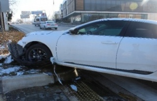 Ankara'da Kaza: Otomobilin Çarptığı Kadın...