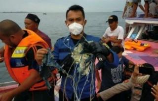 Endonezya'da Yolcu Uçağı Düştü: 62 Kişi...