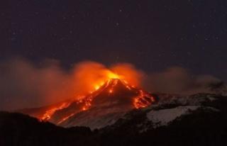 Etna Yanardağı Patladı: Dünya Bu Görüntüleri...
