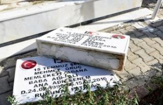 15 Temmuz'da Şehit Olan İkiz Kardeşlerin Mezar...