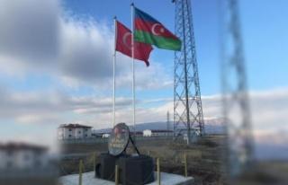 Nahçıvan Sınırına Türkiye ve Azerbaycan Bayrakları...