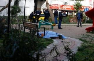 Antalya'da 62 Yaşındaki Vatandaş Parkta Ölü...
