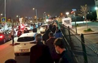 Ankara'da Gece Yarısı 'Aşı Kuyruğu'