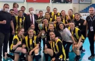 Şampiyon EGO Spor'a Kupasını Mansur Yavaş...