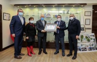 Yenimahalle Belediye Başkanı Fethi Yaşar, OSİAD'ı...