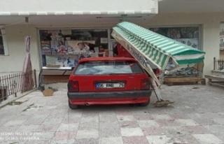 Ankara'da Kontrolden Çıkan Otomobil Tuhafiyeye...