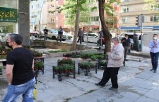 Ankara'da Ucuz Baklava Almak için Vatandaşlar...