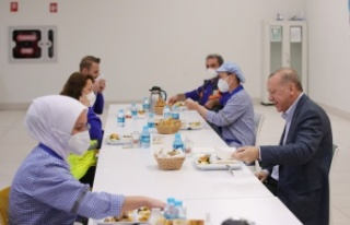 Cumhurbaşkanı Erdoğan İşçilerle İftar Yaptı:...