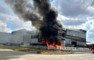 Ankara'da Korkutan Fabrika Yangını: 9 Kişi...