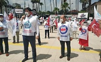 İşten çıkarılan belediye çalışanlarından mesafeli eylem