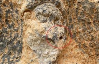 2 bin yıllık Herkül kaya kabartmasına saldırı