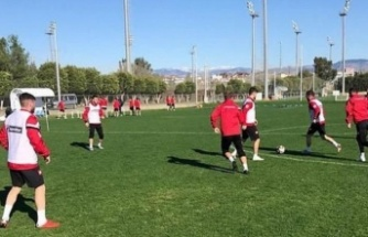 16 Futbolcunun Koronavirüs Testi Pozitif Çıktı: Maç Ertelendi
