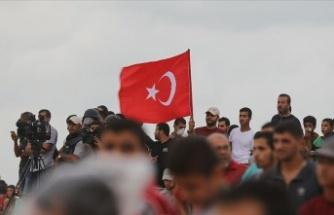 Filistinliler Fransa'ya Tepki için Türk Bayrağı Taşıdı