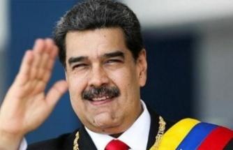 Maduro Canlı Yayında Telefon Numarasını Verdi: Gruplara Ekleyin