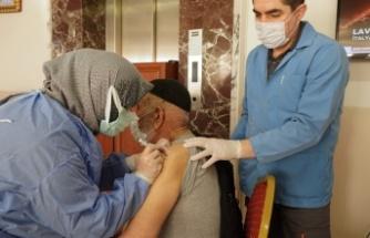 Keçiören Belediyesi Huzurevi'nde İlk Doz Aşılar Yapıldı