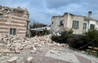 Şiddetli Fırtınada, Cami Minaresi Evin Üzerine Devrildi!
