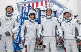 NASA, SpaceX Roketi ile 4 Astronotu Uzaya Gönderdi