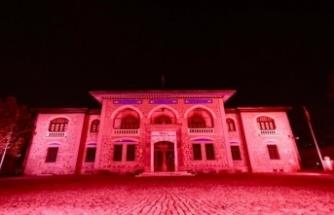 Ankara'nın Sembolleri Kızılay için Kırmızı Işıkla Aydınlandı