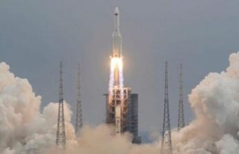 Çin'in Yörüngeden Çıkan Roketi İlk Kez Görüntülendi! Dünyaya Düşecek...