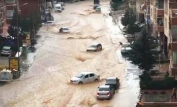 Ankara'da Sel: Araçlar Su Altında Kaldı!