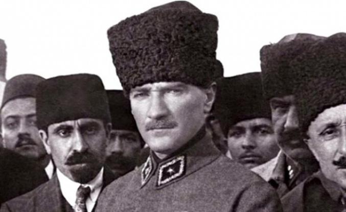 30 Temmuz: Mustafa Kemal Mebuslarla Birlikte Cephe Teftişinde