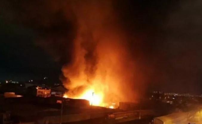 Ankara'da Büyük Yangın: Konteynere Atılan Ateş 2 Fabrikayı Yaktı