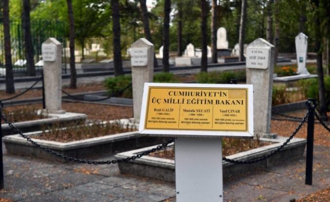 Ankara'da Devlet Büyüklerinin Mezarları Yenileniyor