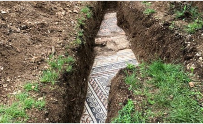 Üzüm bağında antik Roma'ya ait mozaik taban keşfedildi