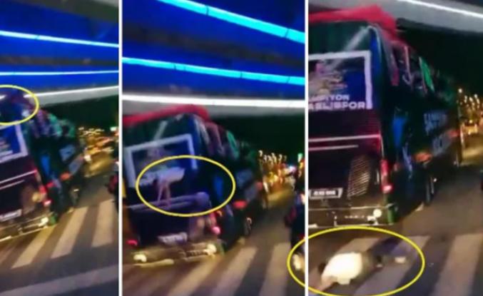Şampiyonluk Kutlayan Futbolcu Takım Otobüsünden Düştü!