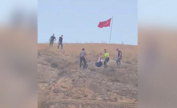 Türk Bayrağını İndirmeye Kalkınca İlçe Karıştı: Gözaltına Alındı